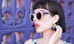 Vis(t)i con gli occhiali: Amy Roiland indossa Portrait Eyewear
